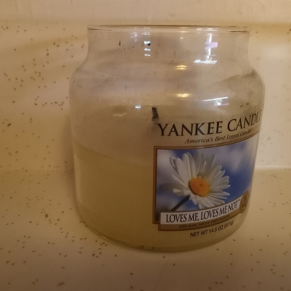 Yankee Candle Loves Me Not - Used